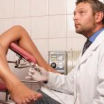 Рис. 3. У женщин ректальное исследование часто сочетается с расширенным гинекологическим обследованием.